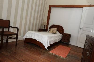 Pleasant single bedroom near Lisbon's Instituto Politécnico
