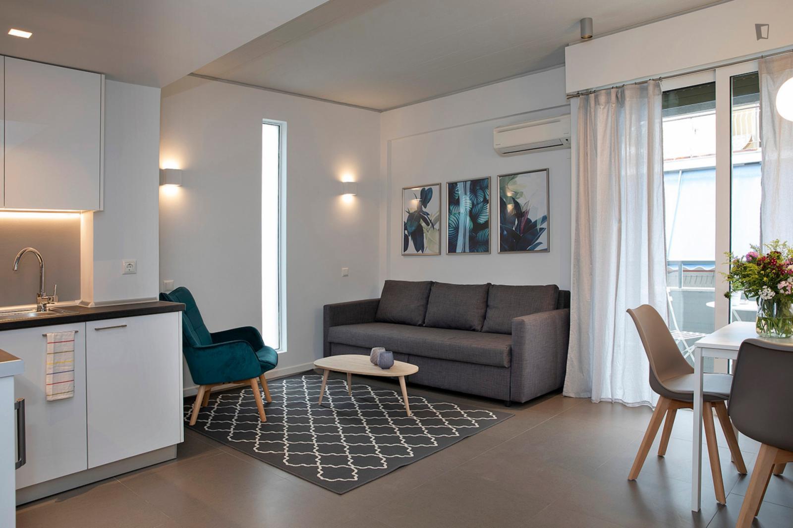 Mavromichali street, Athens, GR-I - 1,000 EUR/ month