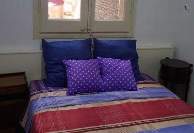 Friendly double bedroom close to Poble-Sec metro station