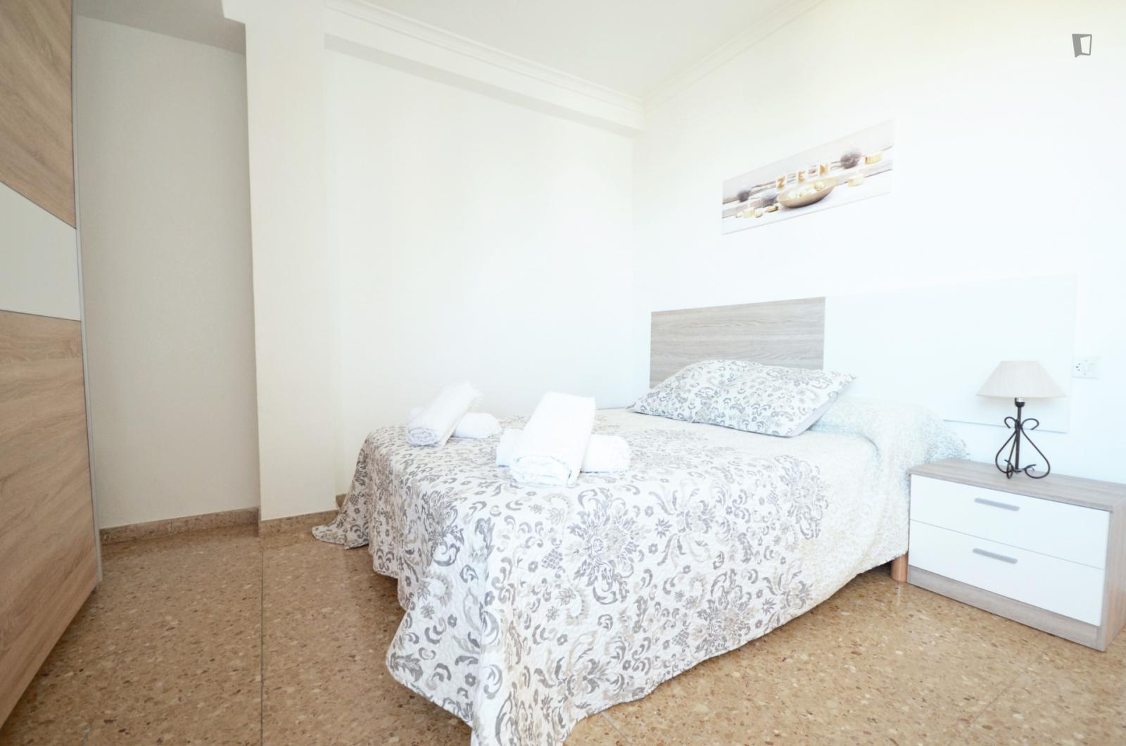 Carrer d'Ángel Villena, VALENCIA, AZ - 450 USD/ month