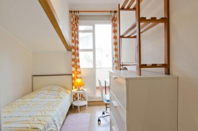Bright single bedroom in a 7-bedroom flat in Nossa Senhora de Fátima