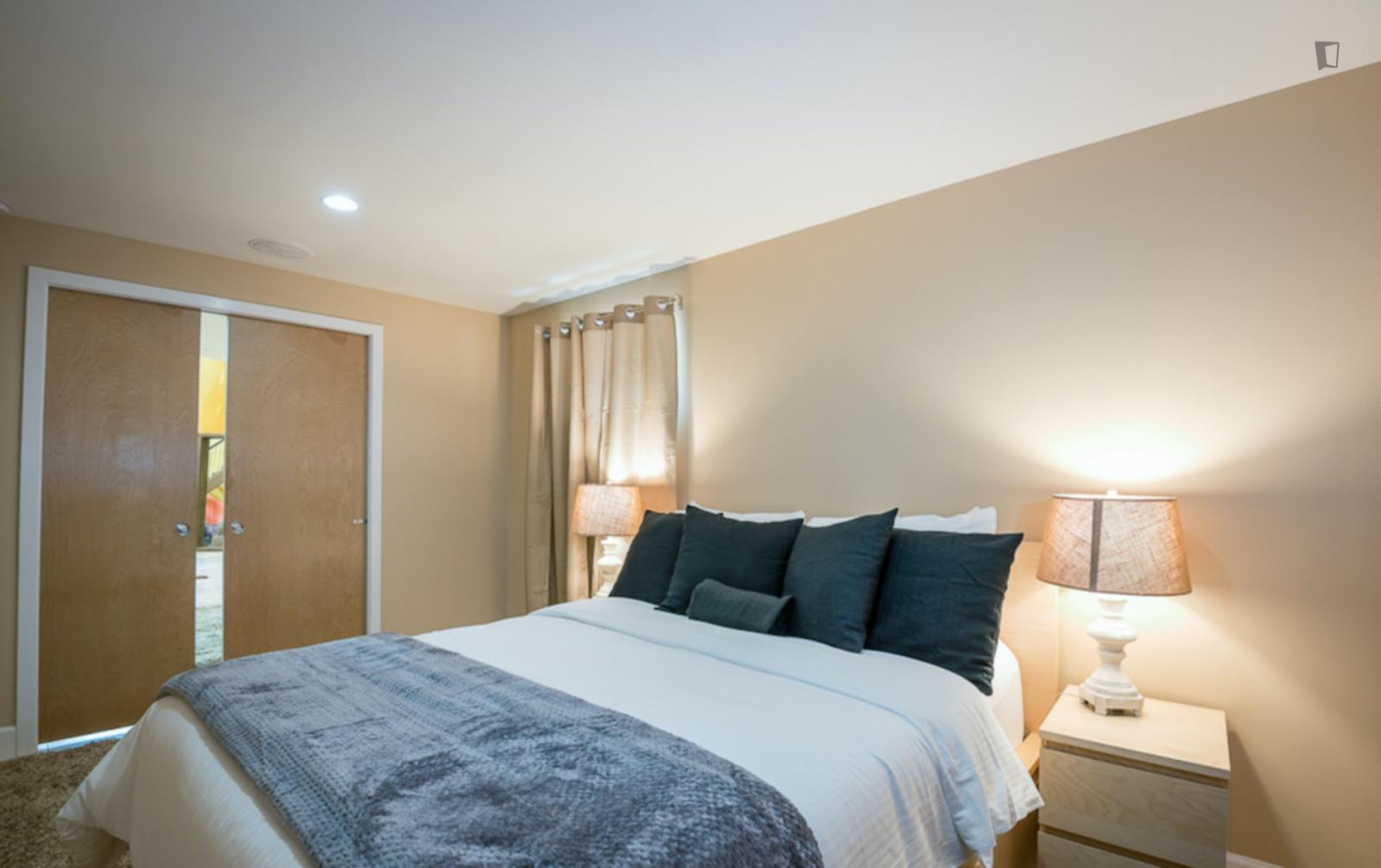 N Colonial Terrace, Arlington County, VA - 3,780 USD/ month