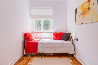 Inviting single bedroom near the El Corte Inglés shopping centre