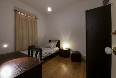Warm single bedroom in a 4-bedroom flat, in student-popular Alameda