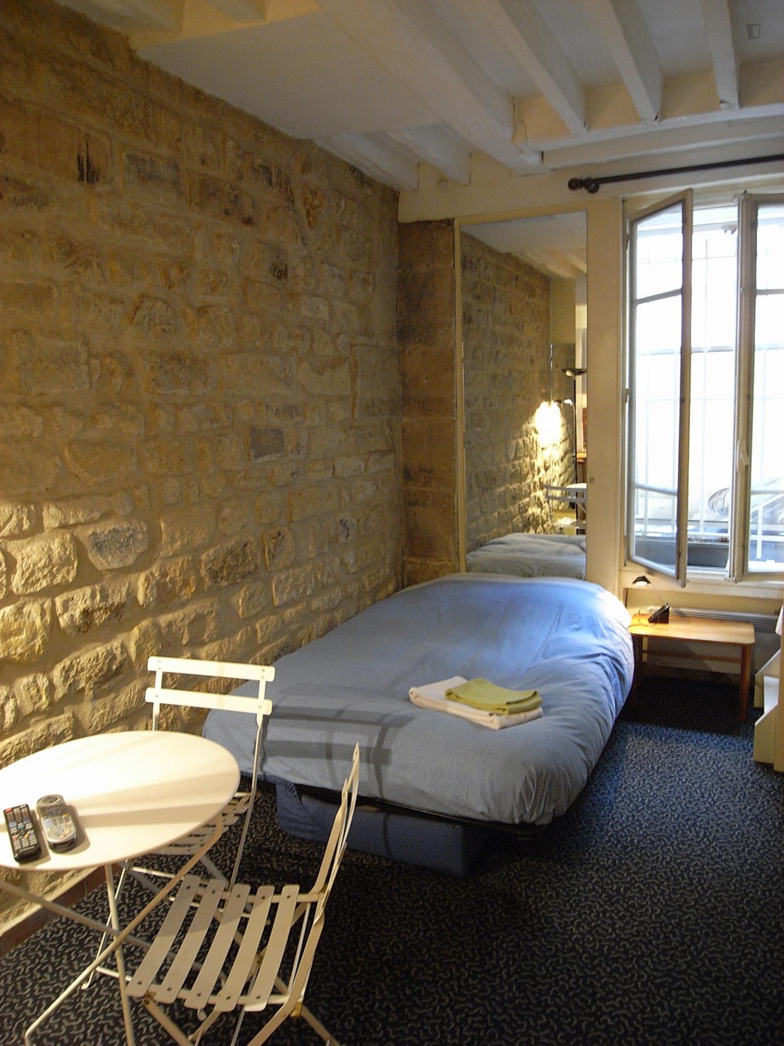 Rue Boutarel, 4th arrondissement of Paris, FR-75 - 1,390 EUR/ month
