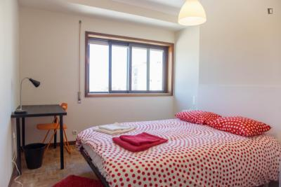 Delightful double bedroom close to Universidade Lusíada Porto
