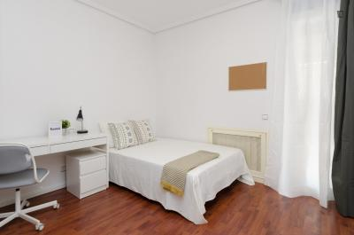 Magnificent double bedroom in Guindalera