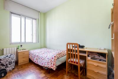 Very comfy single bedroom in well-linked El Clot