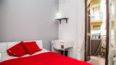 Double bedroom, with balcony, in 5-bedroom apartment