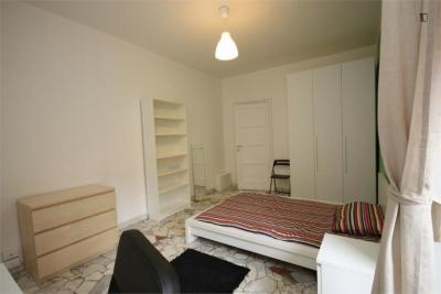 Comfy double bedroom in a 4-bedroom apartment near Sondrio metro station