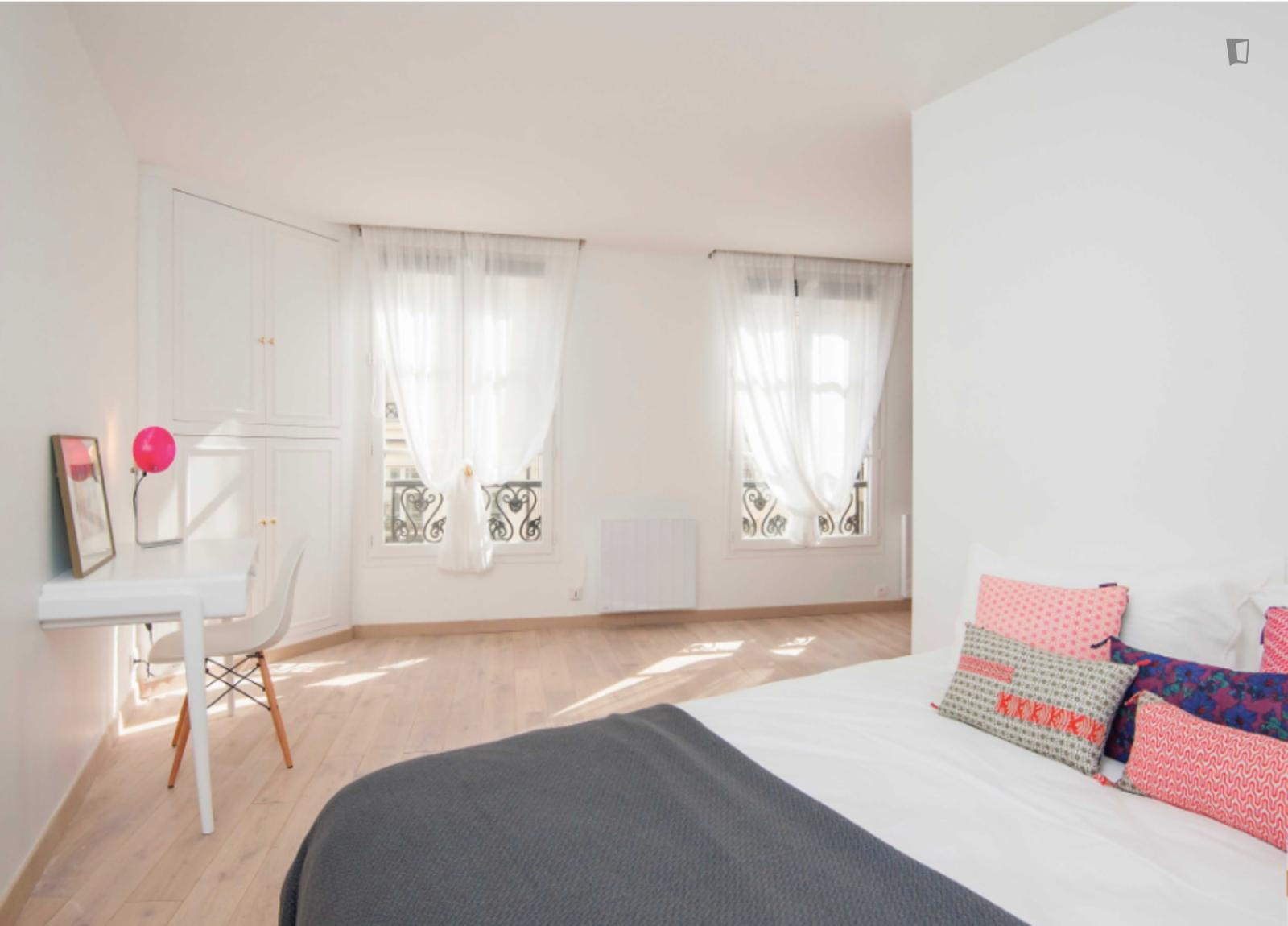 Rue de la Bourse, 2nd arrondissement of Paris, FR-75 - 2,173 EUR/ month