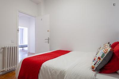 Well-equipped double bedroom in Sant Gervasi