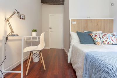 Charming double bedroom near Plaça de la Mare de Déu