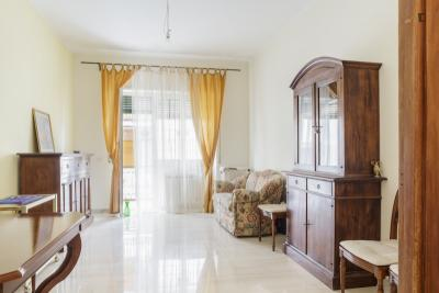 Bright and spacious room in Tor vergata