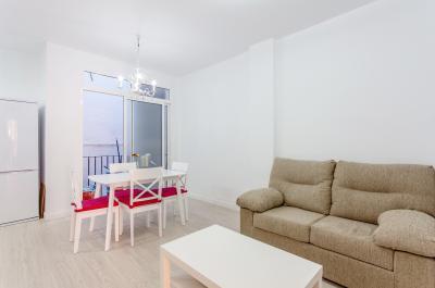 Bright 2-bedroom apartment in proximity to Facultad de Filología