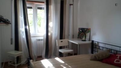 Neat double bedroom in a student flat, in BELÉM