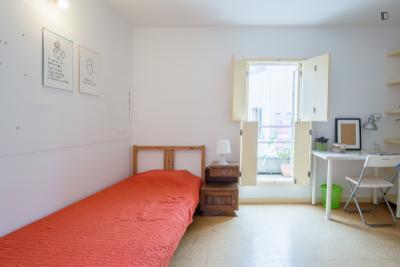 Bright single bedroom near Lapa Metro Station
