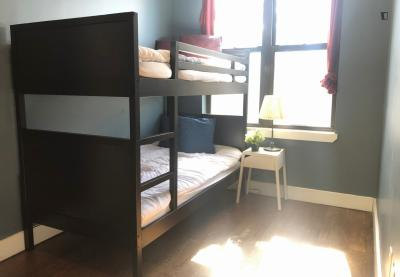 All Male Shared Room / Quick Walk to Metro