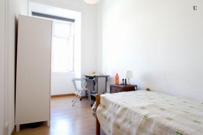Single room in proximity to IADE - Creative University