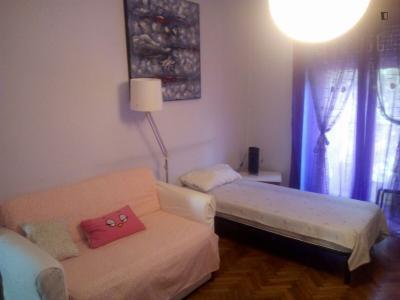 Twin Bedroom - single bed