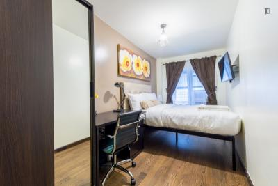 Modern double bedroom in a 2-bedroom apartment near Grand Central - 42 St metro station