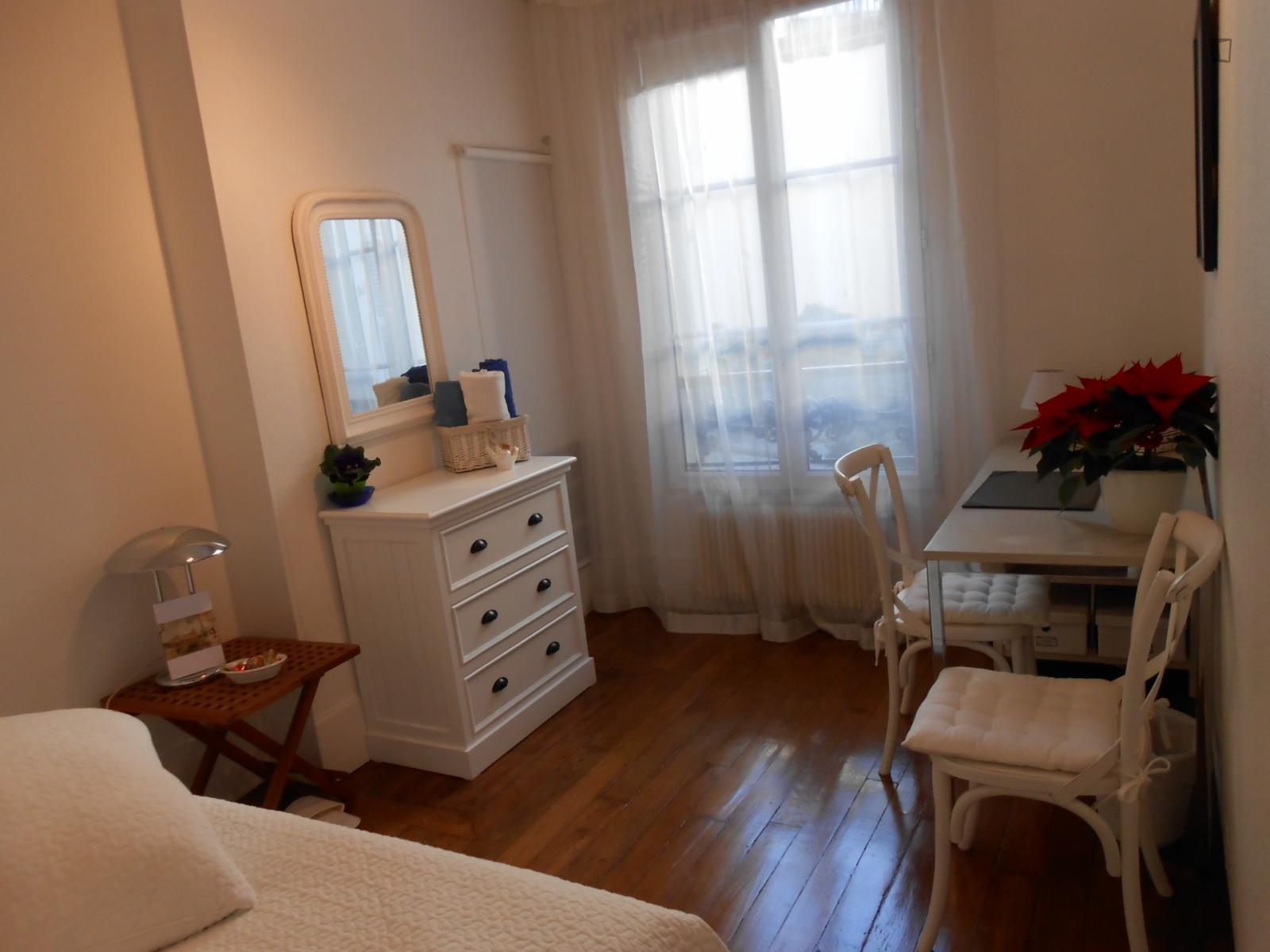 Rue des petits hôtels, 10th arrondissement of Paris, FR-75 - 750 EUR/ month