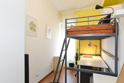 Colourful single bedroom not far from Università Link Campus