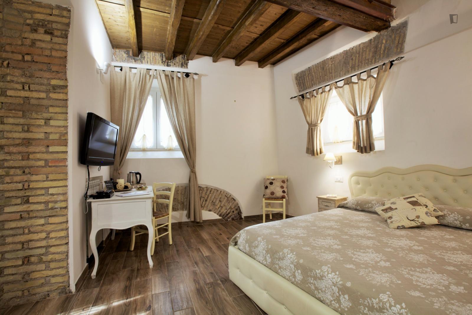 Arco della Pace, Rome, ME - 1,050 USD/ month