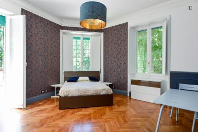 Stanza matrimoniale con bagno privato e un balcone in un appartamento di 5 stanze ref 68437 - Stanza con bagno privato roma ...