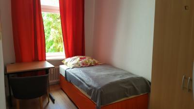 Restful single bedroom in Moabit
