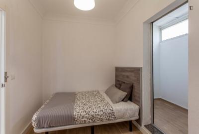 Cool double bedroom close to Estación Metro Ayora