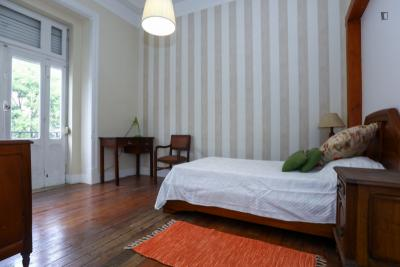 Comfortable single bedroom with a balcony, in Benfica