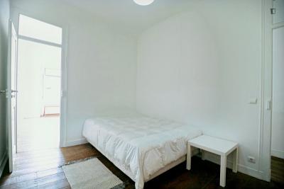 Double bedroom in 5-bedroom apartment