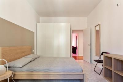 Stanza matrimoniale in un appartamento di 8 stanze