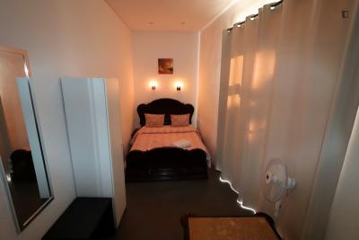 Cool double bedroom close to Martim Moniz metro station