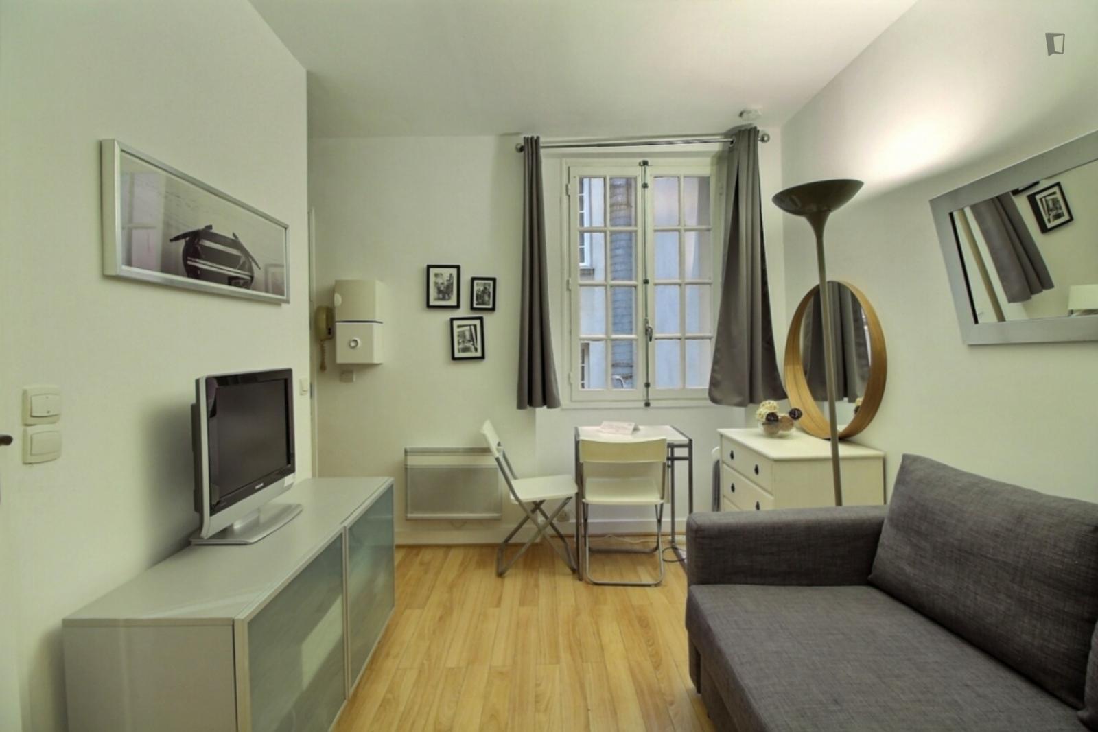 Rue Saint-Martin, 3rd arrondissement of Paris, FR-75 - 1,114 EUR/ month