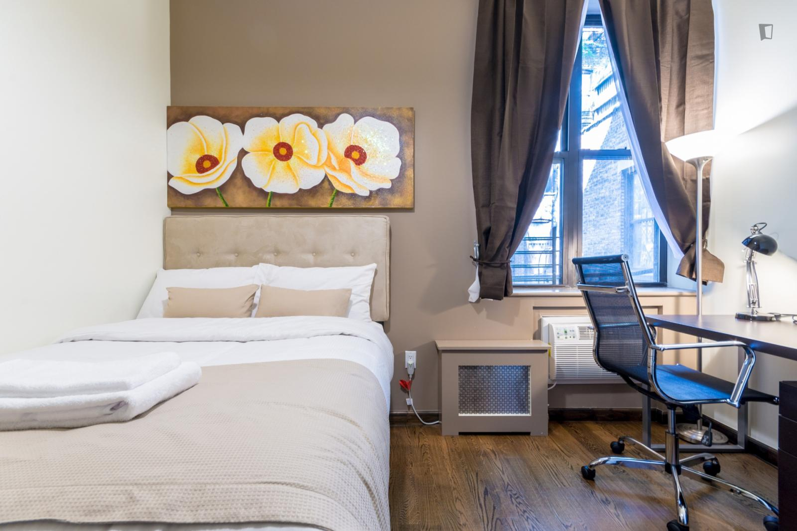 East 7th Street, NEW YORK CITY, NV - 2,500 USD/ month