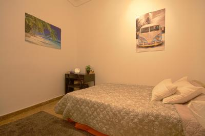 Double bedroom in cosy apartment in Opera