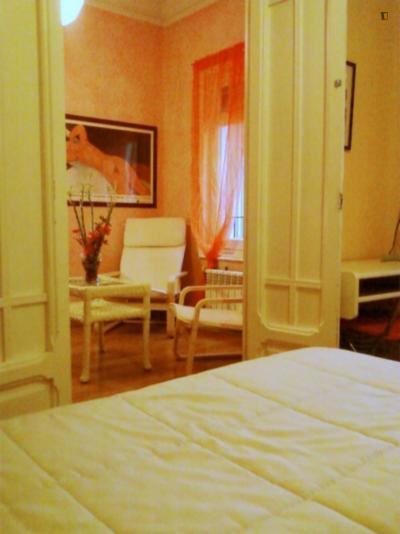 Modest double bedroom in El Viso