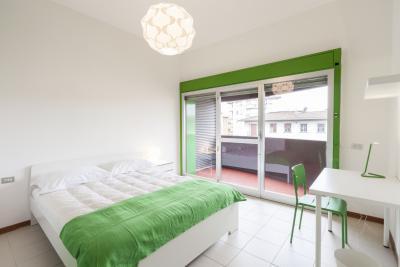 Spacious double bedroom in a 5-bedroom flat, near Università Novoli