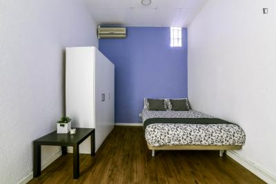 Double bedroom near several bars, restaurants and attractions