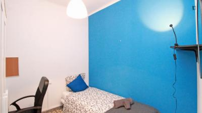 Nice single bedroom in El Poble-sec