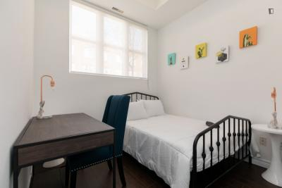 Cosy double bedroom in Junction Triangle