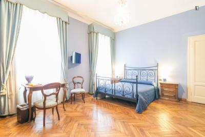 Comfy ensuite double bedroom close to Bocconi University