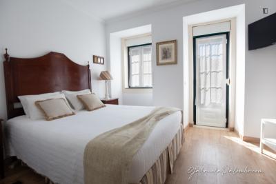 Very cool double ensuite bedroom in Estrela
