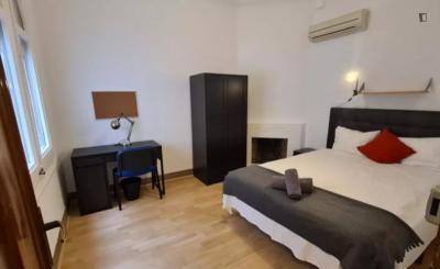 Double bedroom in a student flat, near Facultat de Medicina