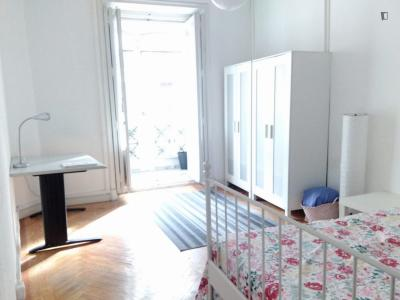 Excellent double bedroom with a balcony, in the centre of Madrid