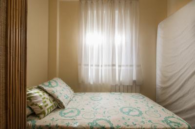 Cosy single bedroom in a 2-bedroom apartment in Móstoles