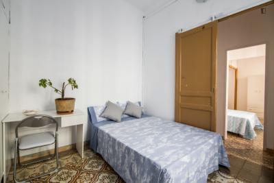Tasteful double bedroom near the Fontana metro