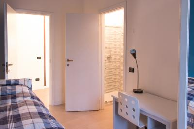 Interessante camera da letto singola con bagno privato - Camera da letto singola ...